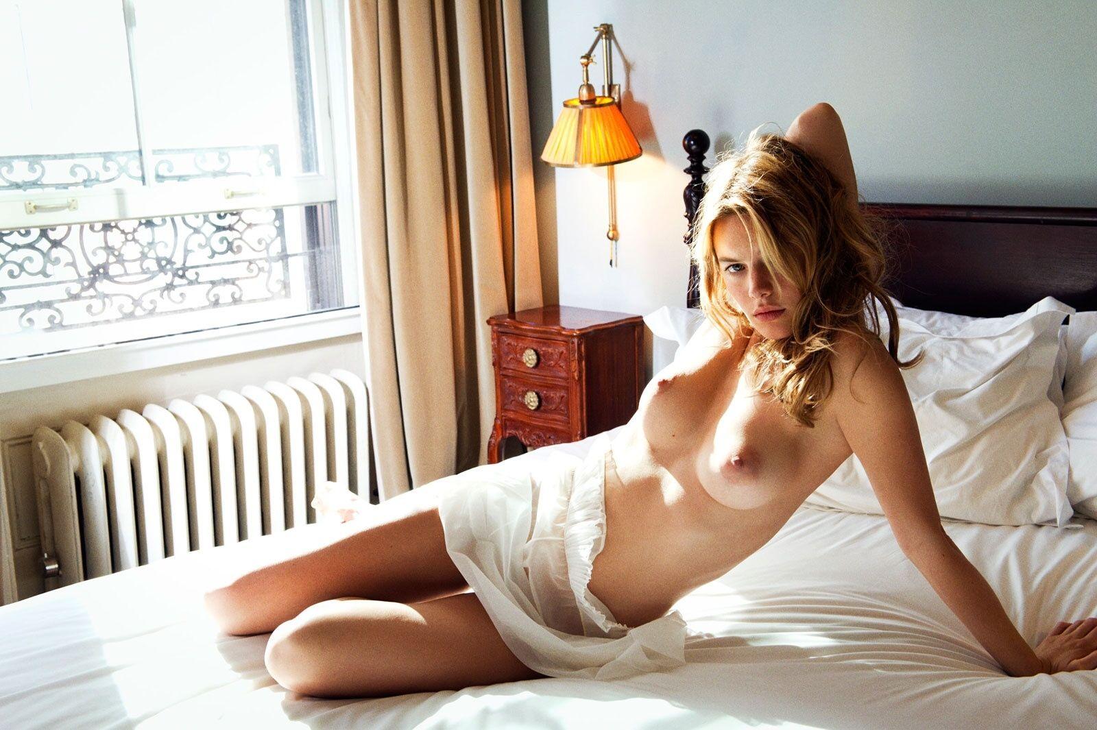 Holly Rowe Nude