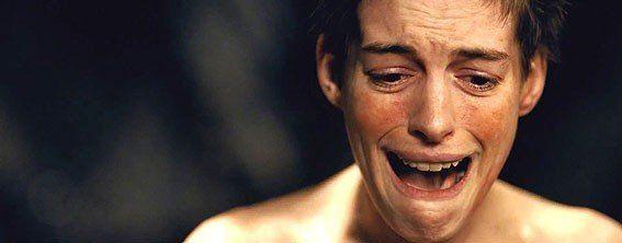 Фантина - Хэтуэй великолепна! Это пение... через плач... этот грим... невероятное ощущение реальности