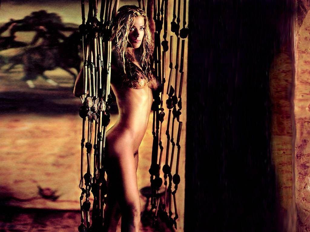 christie-swanson-sexy-thai-ladies-tits-on-webcam