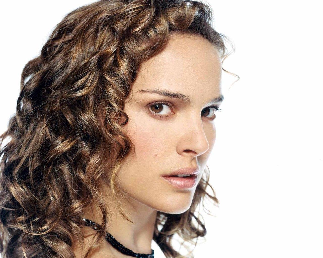 Le origini Figlia unica Natalie Portman nasce a Gerusalemme il 9 giugno 1981 da Avner Hershlag medico specialista della fertilità di origine polacca e moldava e
