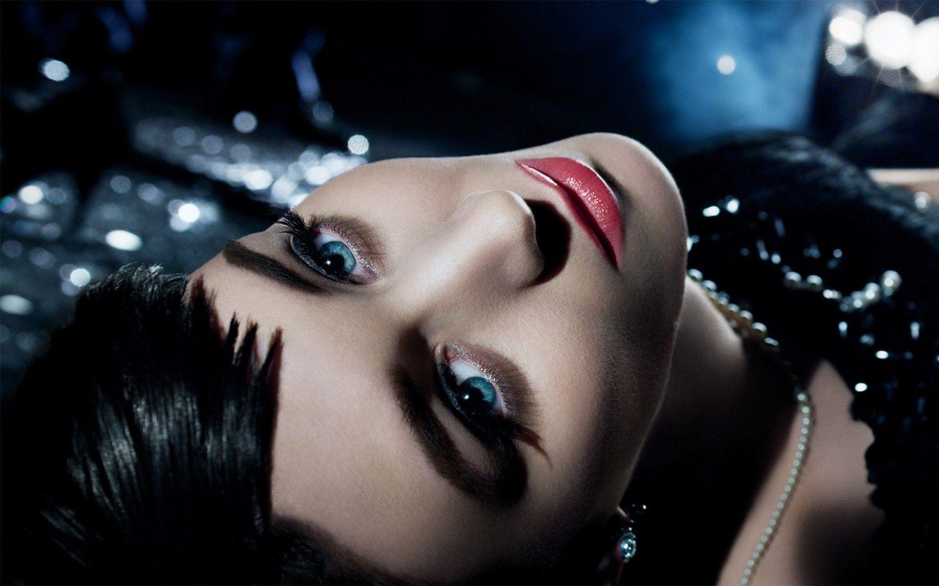 великолепная девушка с яркими глазами  № 3074826  скачать