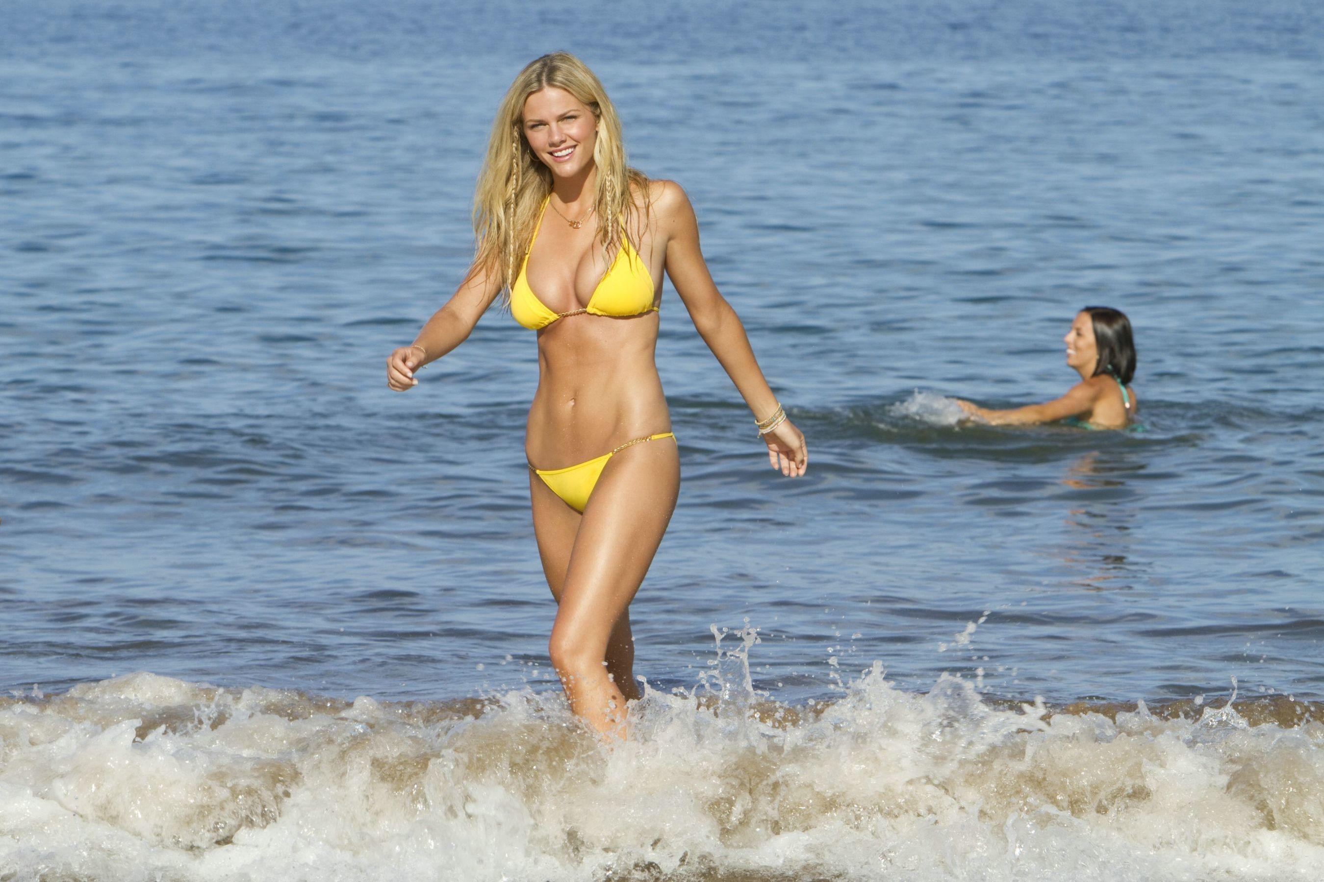 С любимой женой на пляже 14 фотография