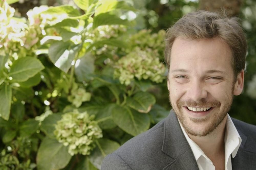 Peter sarsgaard shot a sex scene with dakota fanning directed by his mother