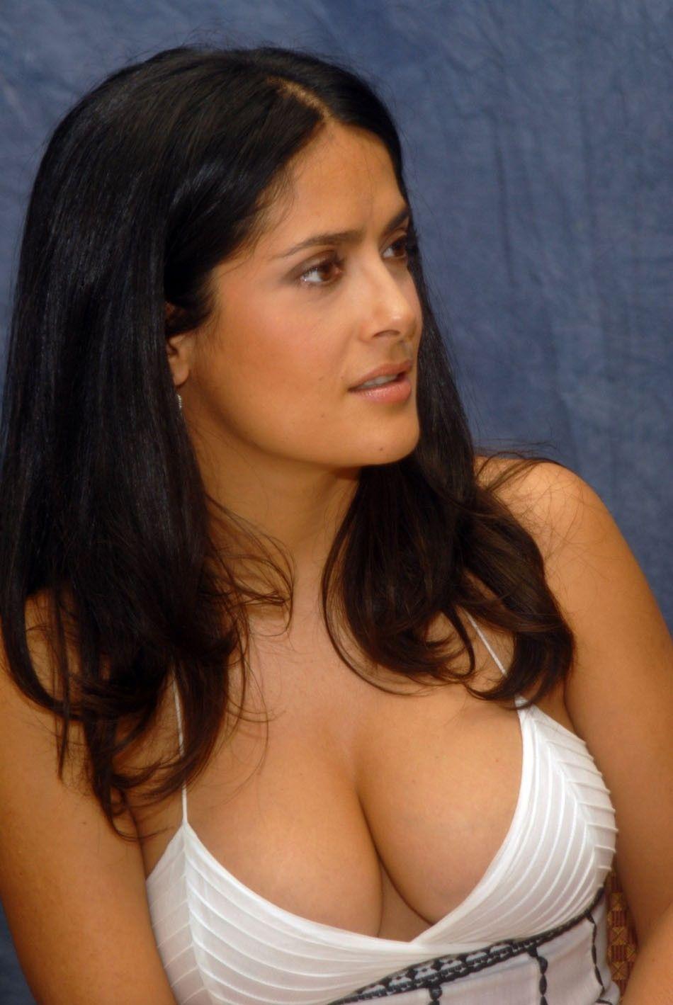 Латино-американка показывает большую грудь  456586