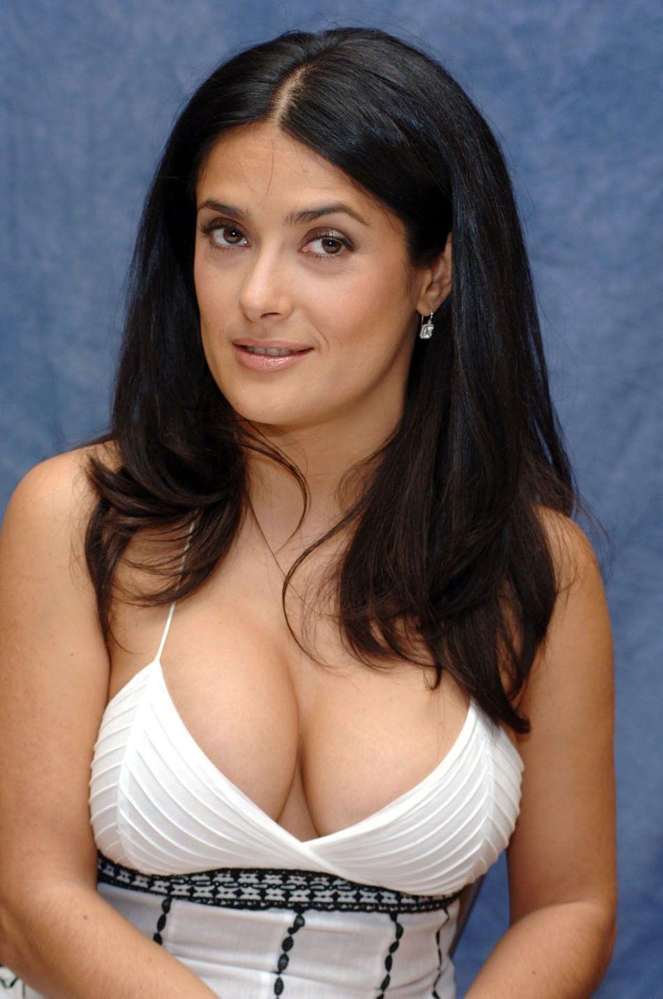 Латино-американка показывает большую грудь  456594