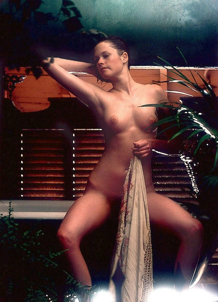 Melanie griffith topless on a boat the nip slip